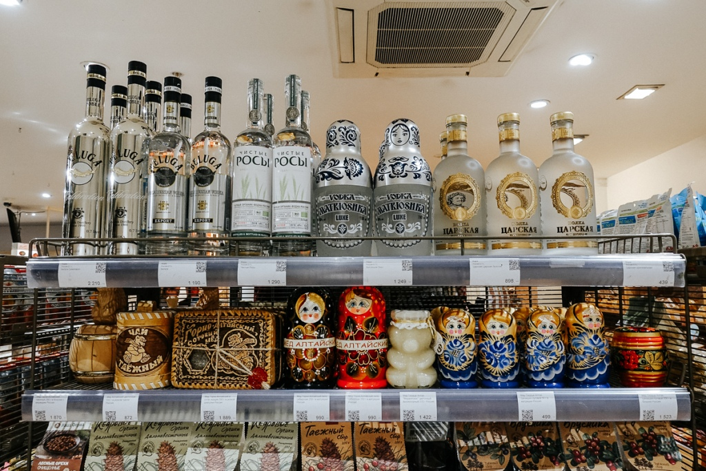 A variety of Russian souvenirs at the local market